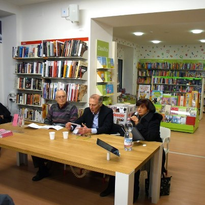 Breve presentazione di Adila Fontani; al centro l'autore Giacomo Romano